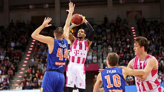Telekom Baskets Bonn - Syntainics MBC