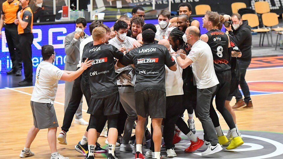 Basketball: Triumph gegen Bayern - Niners schreiben Geschichtsbuch schnell weiter - MDR