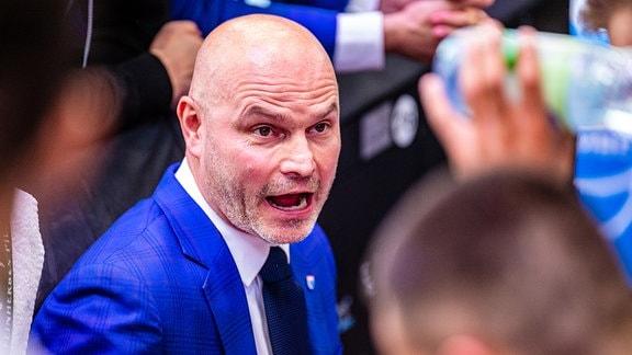 Trainer Wojciech Kaminski Syntainics MBC