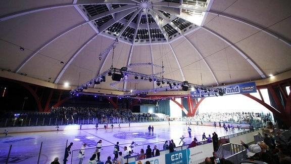 Eishalle des s.g. Kohlrabizirkus, eine ehemalige Markthalle,  jetzt Heimstatt der Icefighters Leipzig