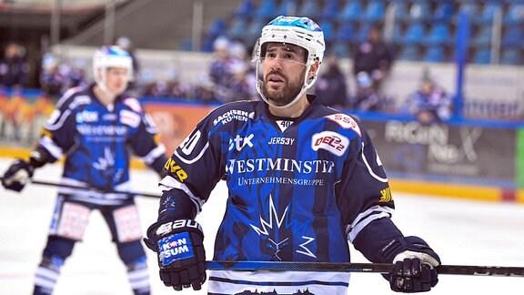 Nick Huard, Dresdner Eislöwen, auf dem Spielfeld.