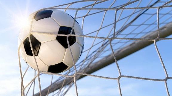 Fußball im Netz.