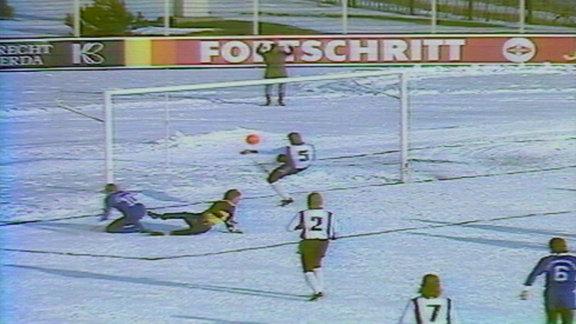 Szenen aus dem Spiel Fortschritt Bischofswerda gegen Stahl Eisenhüttenstadt am 2.12.1989