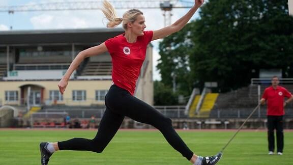Jenny Elbe im Heinz Steyer Stadium beim anlaufen