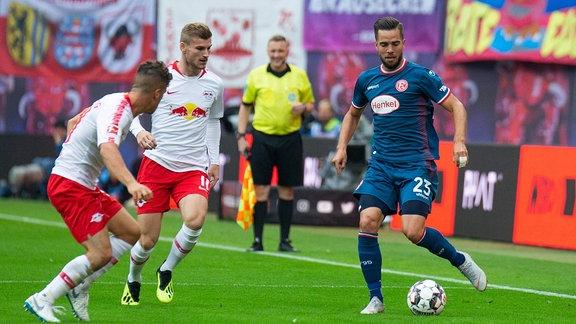 RB Leipzig - Fortuna Duesseldorf emspor, v.l. Diego Demme (RB Leipzig), Timo Werner (RB Leipzig), Niko Giesselmann (Fortuna Duesseldorf)