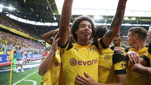 Jubel beim Torschützen zum 3:1 Axel Witsel (Dortmund) Dortmund