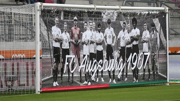 Der FC Augsburg hat den heutigen zum Retrospieltag erklärt. Vor 111 Jahren bestritt eine Augsburger Mannschaft ihr erstes Fußballspiel.