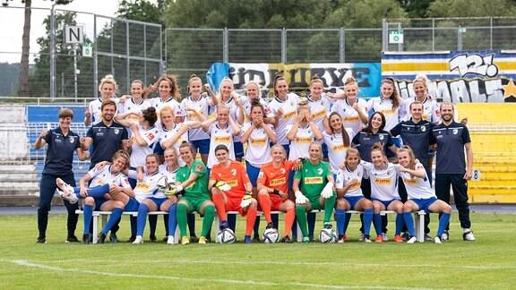 Mannschaftsfoto der Frauenmannschaft des FC Carl Zeiss Jena