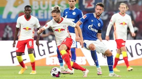 RB Leipzig - FC Schalke: Kevin Kampl RB Leipzig,44 gegen Mark Uth FC Schalke 04