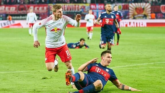 Timo Werner schiesst das Tor zum 2:1 gegen Niklas Suehle