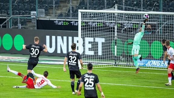 Yussuf Poulsen RBL scheitert an Torwart Yann Sommer