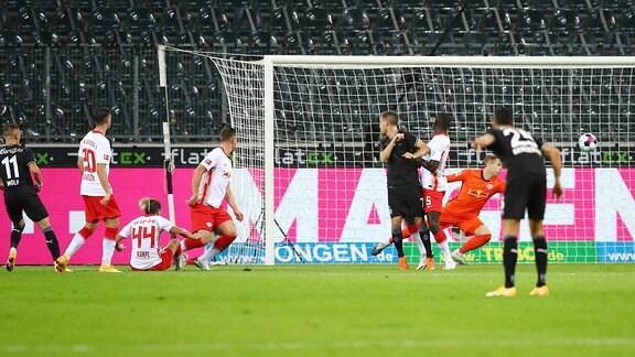 Mönchengladbachs Hannes Wolf trifft zum 1:0