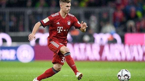 Joshua Kimmich (FC Bayern München) am Ball.