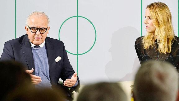 DFB-Präsident Felix Keller und Moderatorin Stephanie Müller-Spirra