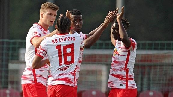 Torjubel Alexander Sörloth mit Christopher Nkunku und Amadou Haidara (Leipzig) nach dem Tor zum  1:0