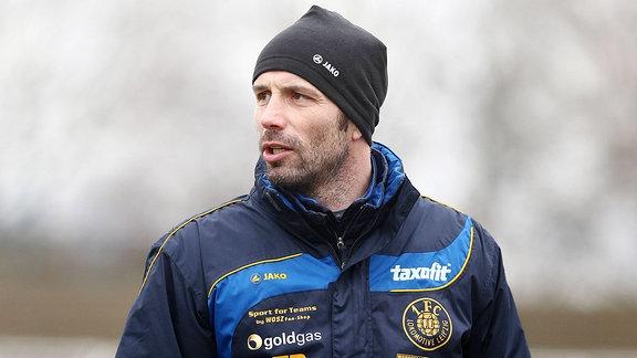 Trainer Marco Rose mit Mütze.