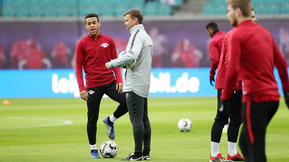 Tyler Adams und Co-Trainer Jesse Marsch (RB Leipzig).
