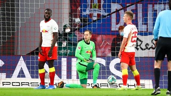RB Leipzig vs. VfL Borussia Mönchengladbach - Tor für Borussia Mönchengladbach, Torwart Peter Gulacsi (1, RB Leipzig) nach dem Treffer zum 0:2