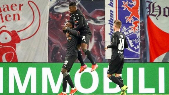 RB Leipzig vs. VfL Borussia Mönchengladbach - Tor für Borussia Mönchengladbach, Torjubel nach dem 0:2 durch Marcus Thuram (10, Borussia MG)