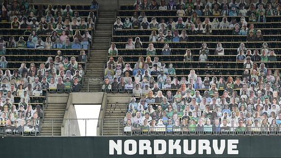 Die Pappkameraden-Fans wurden im Borussia Park in Mönchengladb angebracht