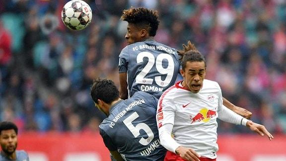 Mats Hummels (FC Bayern), Kingsley Coman (FC Bayern), und Yussuf Poulsen