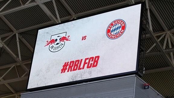 RB Leipzig - Bayern München - Anzeigetafel vor dem Spiel