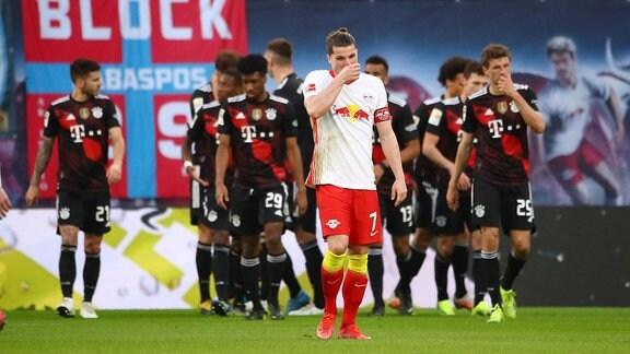RB Leipzig - Bayern München - Tor für Bayern. Leon Goretzka (18, Bayern) trifft zum 0:1. Marcel Sabitzer (7, RB Leipzig) ist enttäuscht