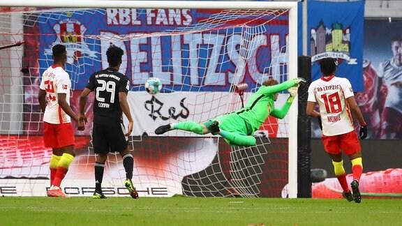 RB Leipzig - Bayern München - Tor für Bayern. Leon Goretzka (18, Bayern) trifft zum 0:1