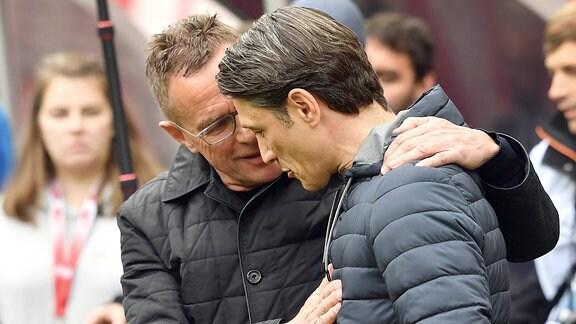 Ralf Rangnick (Trainer RB Leipzig) begrüsst Niko Kovac (Trainer Bayern München).