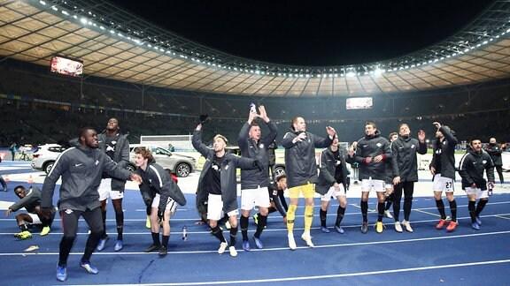 Mannschaft von RB Leipzig bei Schlussjubel, 2018