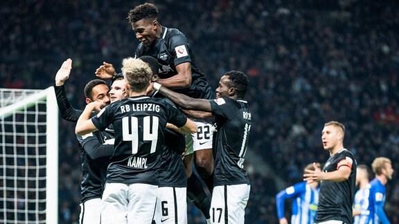 Jubel bei RB Leipzig: Im November 2018 siegten die Sachsen im Olympiastadion 3:0.