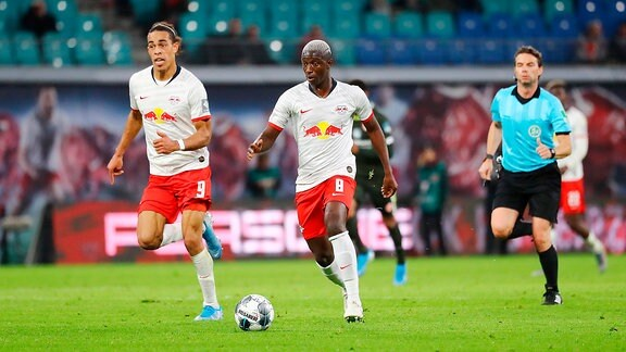 v.l.: Yussuf Poulsen 9, RB Leipzig und Amadou Haidara 8, RB Leipzig