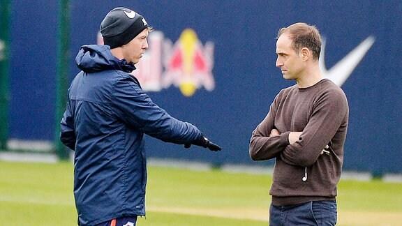 Oliver Mintzlaff Geschaeftsfuehrer und Vorstandsvorsitzender RB Leipzig re. und Julian Nagelsmann Trainer RB Leipzig li. im Gespräch vor dem Training von RB Leipzig 09.01.2020.