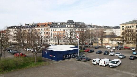 Blick auf den RB Leipzig Fanshop und die Friedrich-Ebert-Str.