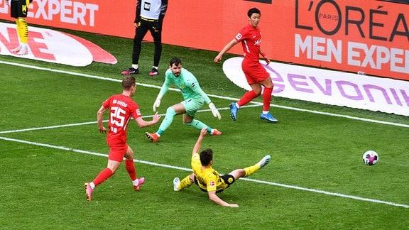 Dani Olmo erzielt Tor gegen Roman Bürki