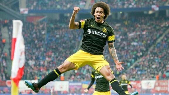 Tor für Dortmund, Axel Witsel (28, Dortmund) bejubelt seinen Treffer zum 0:1.