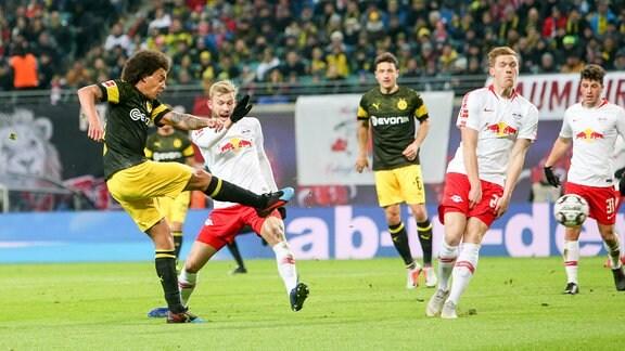Tor für Dortmund, Axel Witsel (28, Dortmund) trifft zum 0:1.