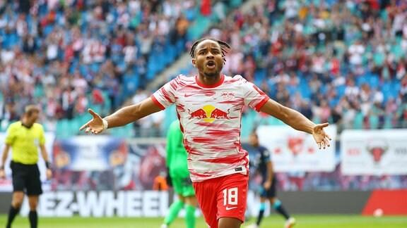Torschütze Christopher Nkunku 18, RB Leipzig bejubelt seinen Treffer zum 1:0.
