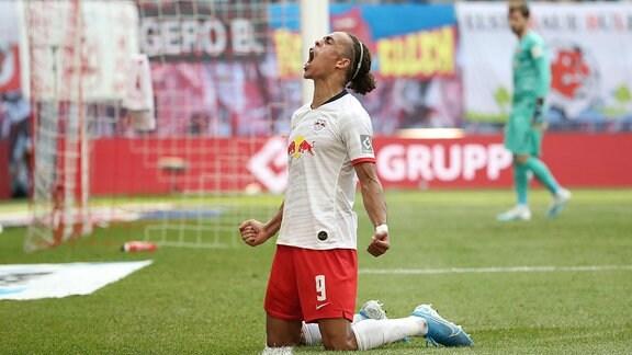 Yussuf Poulsen (9, RB Leipzig) trifft zum 2:0 und jubelt.