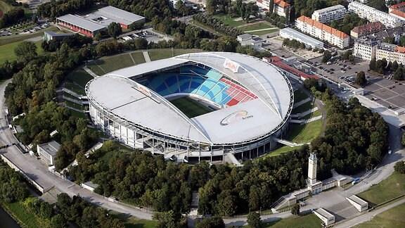 Luftbild der Red Bull Arena in der Stadt Leipzig.