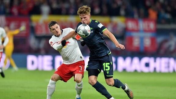 Marcel Sabitzer (RB Leipzig) im Zweikampf gegen Marius Bülter / Buelter (Union Berlin).