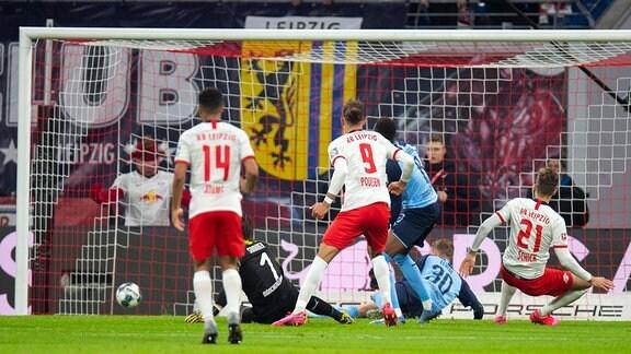 Yann sommer BMG Borussia Mönchengladbach und Patrik schick,  RB Leipzig, Tor zum 1:2