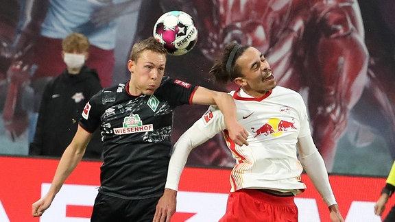 Foul von Ludwig Augustinsson (5, Bremen) an Yussuf Poulsen (9, RB Leipzig) im Strafraum.