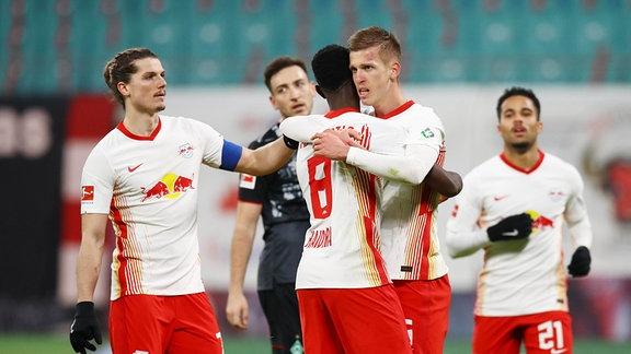 Leipziger Torjubel nach dem 2:0 durch Dani Olmo (25, RB Leipzig)