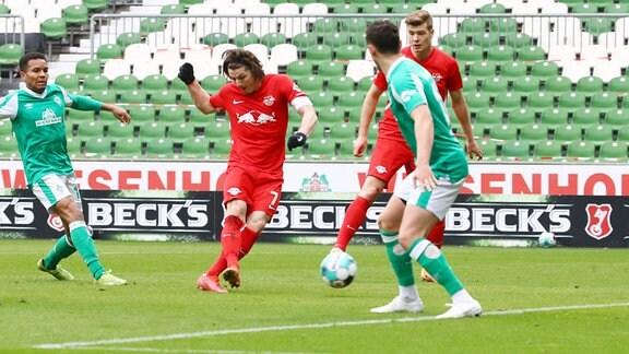 Torschütze Marcel Sabitzer 7, RB Leipzig, 2.v.l. trifft zum 1:4.