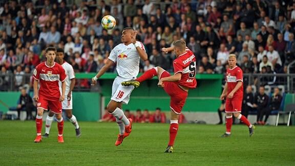 v. l. Noah Jean Holm (U19, RB Leipzig), Alexander Kopf (U19, VfB Stuttgart)