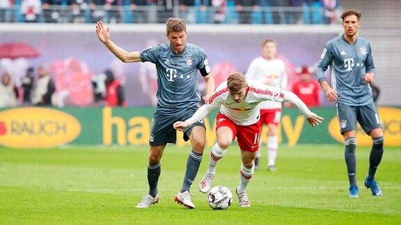 Timo Werner (11, RB Leipzig) und Thomas Müller / Mueller (25,Bayern)