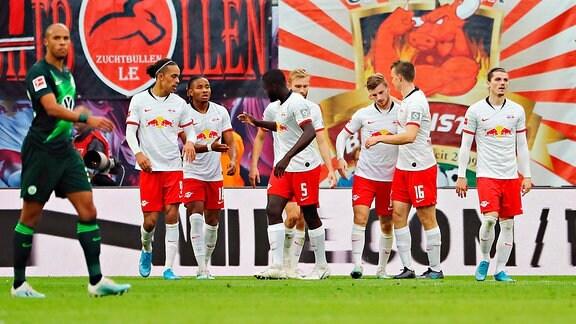 Tor für RB Leipzig zum 1:0. Im Bild: Torschütze Timo Werner (11, RB Leipzig, mi.), Torjubel