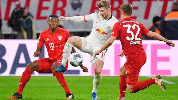 Timo WERNER L, Aktion,Zweikampf gegen David ALABA Bayern Muenchen,li und Joshua KIMMICH Bayern Muenchen.