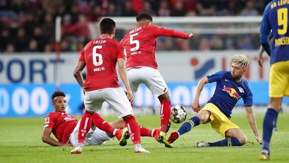 Jean Philippe Gbamin (25, Mainz), Danny Latza (6, Mainz), Jean-Paul Boetius (5, Mainz) und Kevin Kampl (44, RB Leipzig).